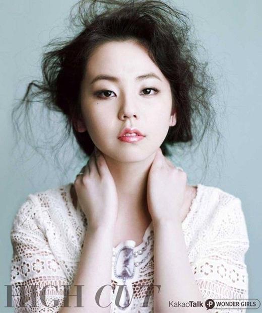 Đặc điểm trên gương mặt khiến Sohee lo lắng nhất chính là gò má cao của cô. Sohee từng chia sẻ, gò má cao cộng thêm gương mặt tròn khiến cho nhiều người liên tưởng đến... bánh bao. Vì vậy cô luôn cảm thấy bất an với gương mặt của mình.