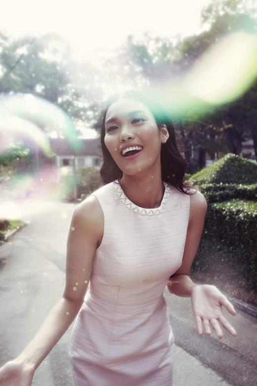 Việc đăng quang Hoa khôi Áo dài Việt Nam 2014 đã đưa Lan Khuê trở thành người đẹp đại diện Việt Nam đi thi Miss World 2015. - Tin sao Viet - Tin tuc sao Viet - Scandal sao Viet - Tin tuc cua Sao - Tin cua Sao