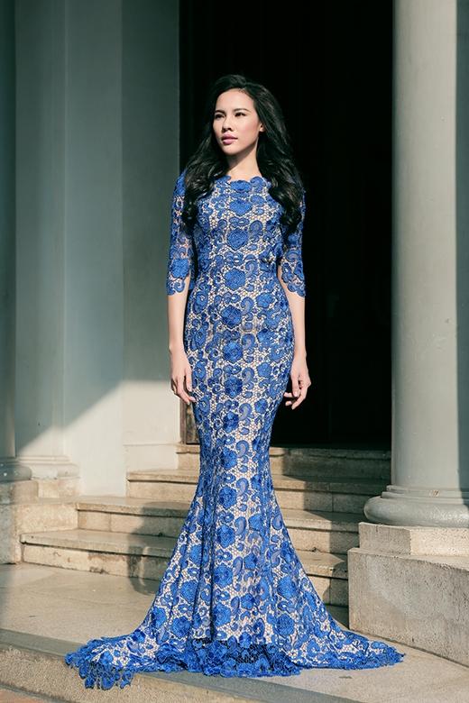 Á khôi Lệ Quyên tự tin khoe dáng với váy dạ hội và áo dài