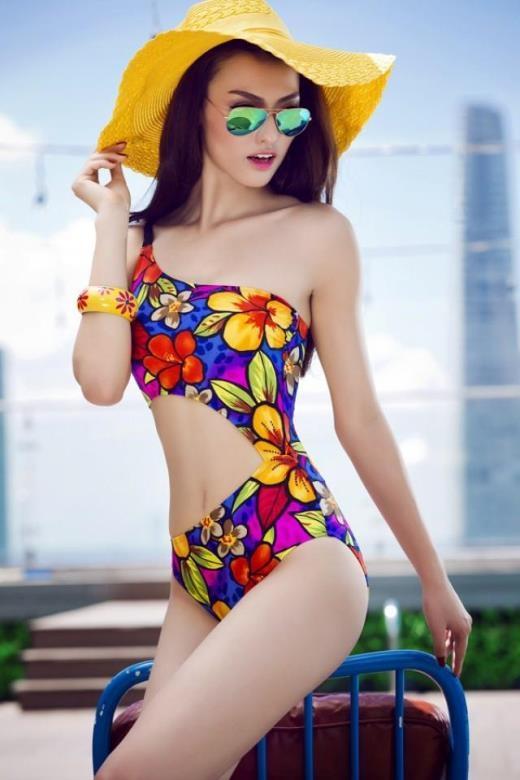 Với lợi thế là người mẫu với đôi chân dài, cô khiến nhiều người phải trầm trồ trước thân hình quyến rũ của mình.