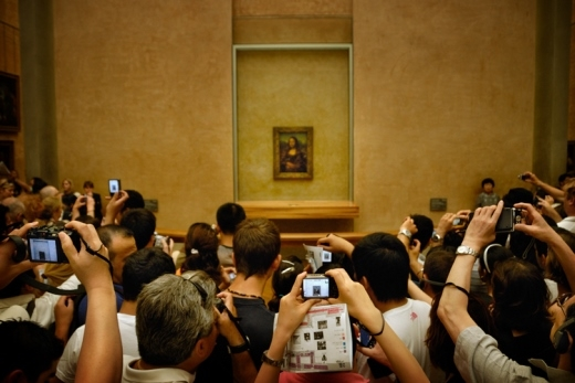 Bạn thậm chí còn không thể lại gần bức vẽ chứ đừng nói là chụp ảnh và chiêm ngưỡng