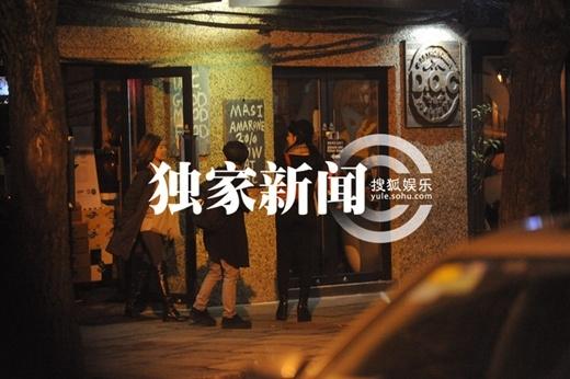 Tiểu Long Nữ Trần Nghiên Hy bị bắt gặp đi bar đêm