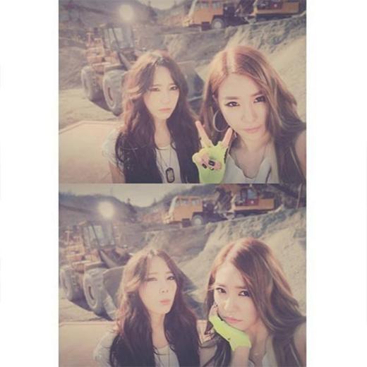 Taeyeon đăng ảnh cùng Tiffany trong hậu trường quay MV Catch Me If You Can.
