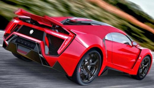 Xe chỉ mất khoảng 3 giây để tăng tốc từ 0 lên 100 km/h và có thể đạt tốc độ tối đa 385 km/h.