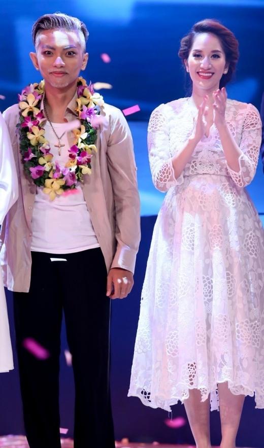 Sự nghiệp của Phan Hiển gắn liền với tên tuổi của Khánh Thy.