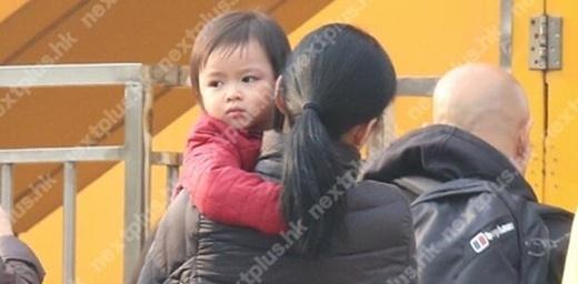Con gái Lưu Đức Hoalần đầu lộ diện.