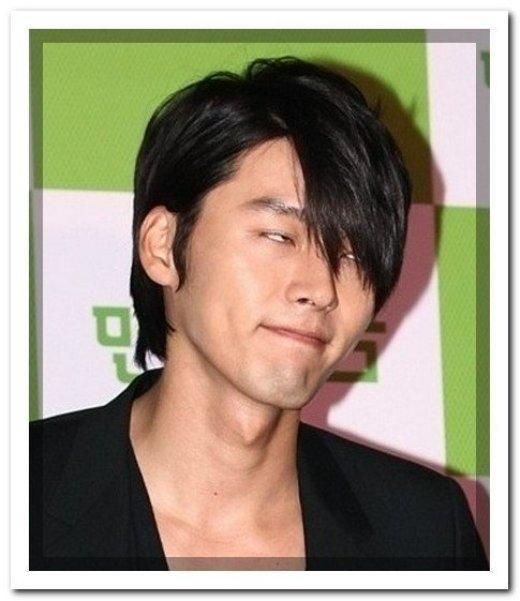 """Hyunbin luôn được biết đến như một nam tài tử phong độ, được bình chọn là người đàn ông độc thân quyến rũ nhất nhì xứ Hàn. Ấy vậy mà anh vẫn bị bắt gặp khoảnh khắc biểu cảm """"khó đỡ"""" này."""