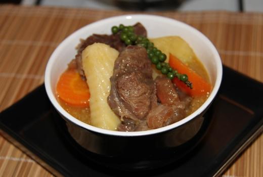 Bắp bò hầm tiêu xanh là món ăn đầy hấp dẫn với vị thơm nồng đặc trưng khiến bạn thích mê.