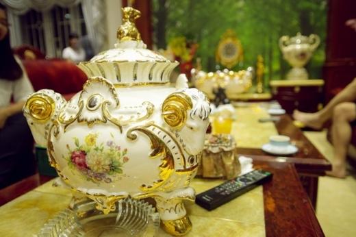 Từng đồ vật trong nhà Bích Ngọc đều mang phong cách hoàng gia.