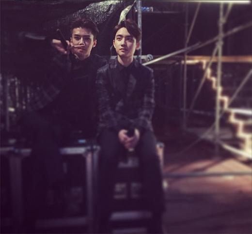 Hình ảnh Sehun và D.O trong hậu trường sân khấu Music Bank In Hanoi được chàng em út chia sẻ trên trang cá nhân.