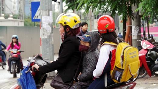 Sau những ngày tổ chức tuyên truyền, nhắc nhở, từ 10/4, lực lượng CSGT cả nước nói chung và Hà Nội nói riêng sẽ tăng cường tuần tra kiểm soát, xử lý vi phạm không đội mũ bảo hiểm cho trẻ em khi tham gia giao thông.