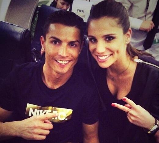 Người tình tin đồn của Ronaldo công khai yêu Chicharito