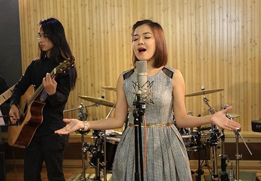 ca sĩ Thanh Ngọc tự tin khi trình bày ca khúc xưa