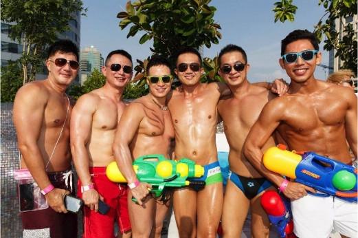 Lễ Hội Té Nước thu hút đông đảo khách du lịch tham gia