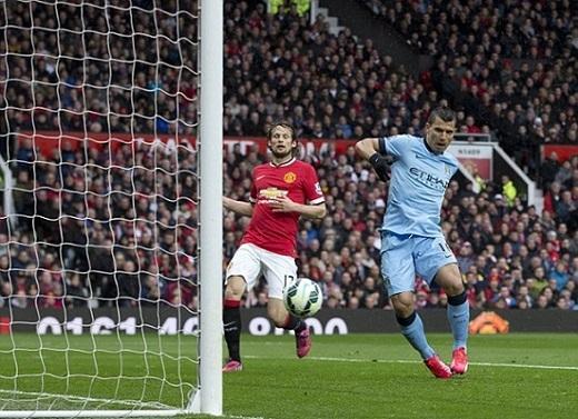 Aguero mở tỷ số, nhưng không giúp Man City thắng được M.U.