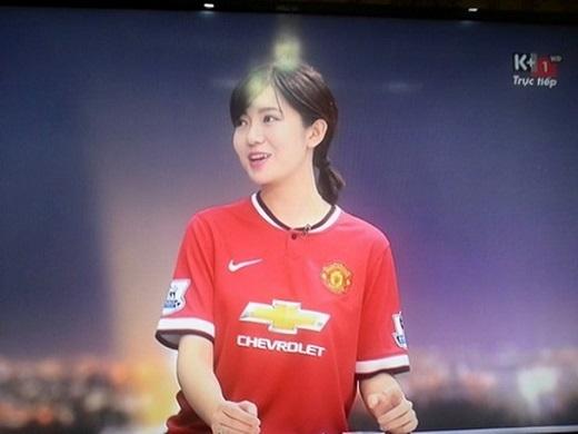 """Cộng đồng mạng điên đảo bởi hotgirl xinh đẹp """"yêu"""" Man United"""