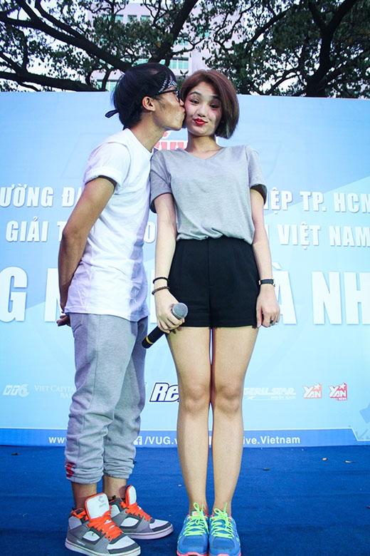 Trúc Nhân, Miu Lê điên hết mình cùng sinh viên tại Revive VUG 2015