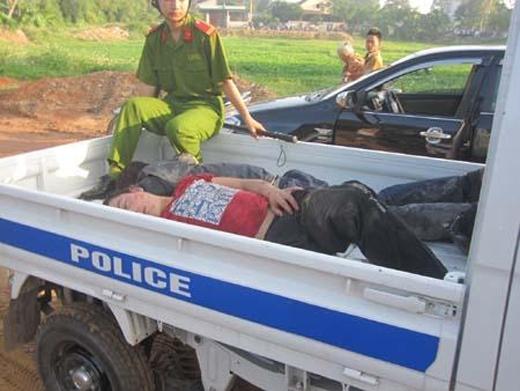 Hai nghi can trong một vụ trộm chó bị người dân đánh trọng thương