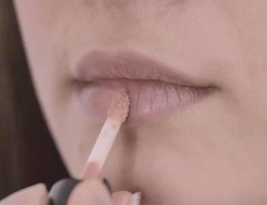 Son môi nhẹ nhàng