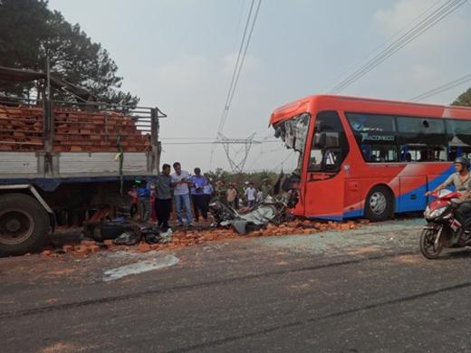 Tai nạn thảm khốc giữa xe khách và xe tải