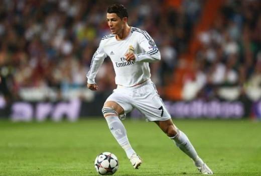 Ghi 50 bàn mùa giải này, Ronaldo đi vào lịch sử