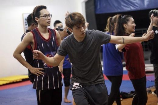 Nghiêm túc luyện tập cùng nhóm của mình - Tin sao Viet - Tin tuc sao Viet - Scandal sao Viet - Tin tuc cua Sao - Tin cua Sao