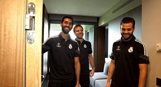 Bộ ba cầu thủ gồm Arbeloa, Illarramendi và Nacho vừa có buổi tàm hướng dẫn viên giới thiệu cho các phóng viên của Nike về tổ hợp nghỉ ngơi, giải trí và tập luyện của Real Madrid.