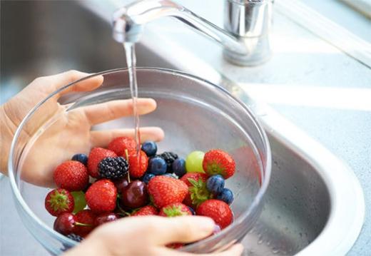 Hai bước đơn giản để loại bỏ tối đa hóa chất trong rau quả