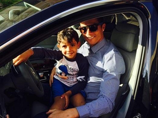 Quý tử chúc bố Ronaldo gặp may trước Atletico