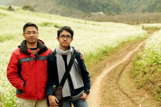 Quang Minh cùng bố trong chuyến đi kết hợp từ thiện ở Sơn La.