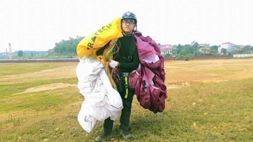 Thầy giáo 16 tuổi nhảy dù lượn trẻ nhất Việt Nam
