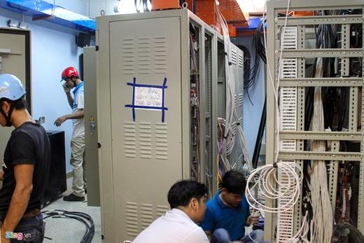 Phòng hệ thống điện, internet, cáp điều khiển cũng được gấp rút hoàn thiện.Tất cả trang thiết bị đều nhập từ nước ngoài.