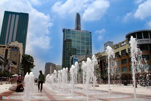 Khu vực đường Nguyễn Huệ là phố đi bộ hiện đại nhất Việt Nam.Sau khi nâng cấp và khánh thành, nơi đây sẽ thường xuyên tổ chức các chuyên đề nhạc nước, nghệ thuật 3D.