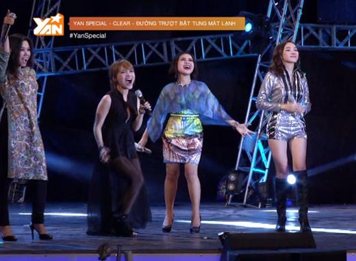 Đêm nhạc được mở màn bởi bốn cô gái xinh đẹp: Nhật Thủy, Hoàng Quyên, Thảo My và Tăng Ngân Hà.