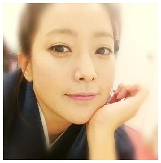 Bà mẹ một con Kim Hee Sun vẫn còn nhí nhảnh và đáng yêu dù đã bước sang tuổi 38