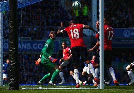 Arsenal bất lực trước Chelsea, Everton có chiến thắng gây sốc trước Man Utd