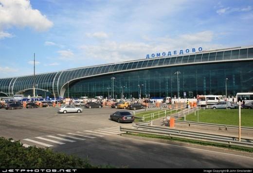 Nhân viên sân bay trộm 72 tỷ của khách rồi thay bằng… rác