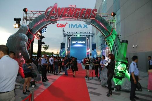 Buổi công chiếu Avengers: Đế chế Ultron diễn ra hoành tráng, thu hút được một lượng cực lớn các fan hâm mộ siêu phẩm bom tấn