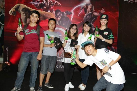 Các bạn trẻ có mặt từ sớm và háo hức đón chờ giây phút công chiếu Avengers: Đế chế Ultron tại SC Vivo City trong ngày 23/4 vừa qua