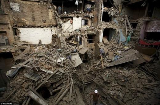 Động đất ở Nepal: Ám ảnh trước các thi thể la liệt trên đường