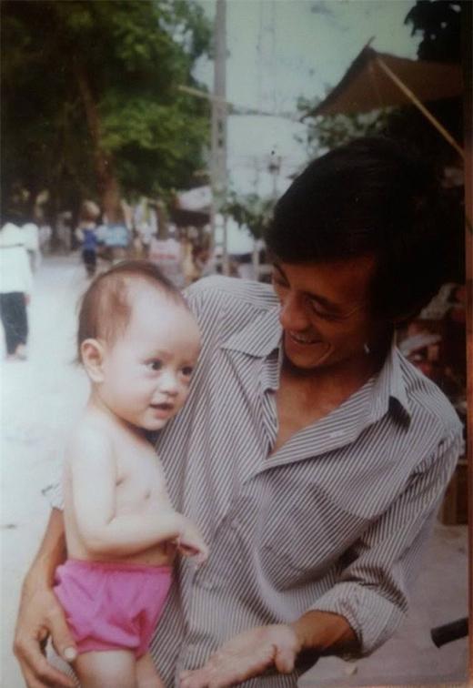 Nghệ sĩ Giang Còi hạnh phúc chụp ảnh cùng cậu con trai. - Tin sao Viet - Tin tuc sao Viet - Scandal sao Viet - Tin tuc cua Sao - Tin cua Sao
