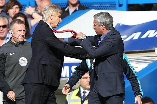 HLV Mourinho phẩy tay, không thèm chấp Wenger