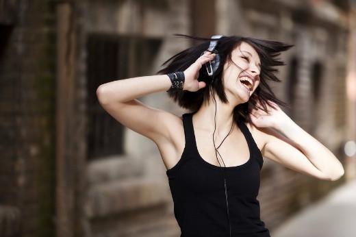 Sự đam mê âm nhạc thể hiện trong từng phụ kiện âm nhạc họ chọn