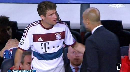 Sốc: Muller nổi nóng, bật lại Pep Guardiola ngay trên sân