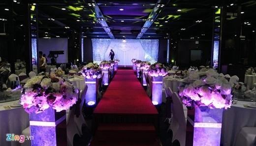 Không gian tiệc cưới của Tự Long được bày trí đơn giản với hai tông màu chủ đạo là tím và trắng - tượng trưng cho sự chung thủy của đôi uyên ương. - Tin sao Viet - Tin tuc sao Viet - Scandal sao Viet - Tin tuc cua Sao - Tin cua Sao