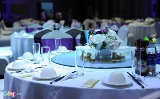 Bàn tiệc cưới của Giám đốc Nhà hát Chèo Quân Đội. - Tin sao Viet - Tin tuc sao Viet - Scandal sao Viet - Tin tuc cua Sao - Tin cua Sao