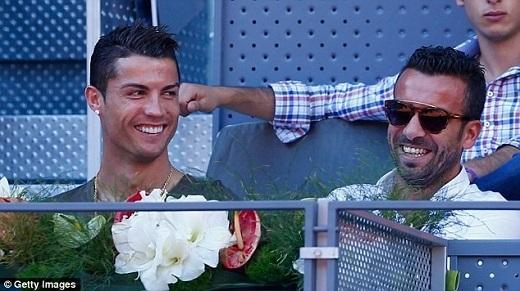 Hai ngày sau thất bại của Real trước Juventus tại bán kết lượt đi Champions League, Cristiano Ronaldo cùng Toni Kroos và Pepe tới dự khán trận tennis giữa Rafael Nadal và Simone Bolelli.