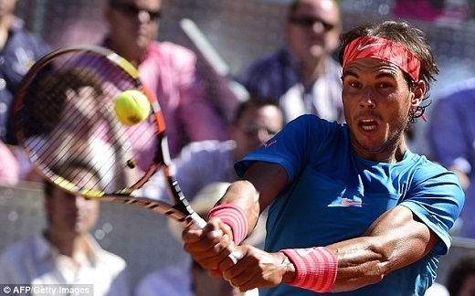 Sự cổ vũ nhiệt tình của người hâm mộ cùng bộ ba ngôi sao của Real giúp Nadal dễ dàng đánh bại Bolelli với cùng tỷ số 6-2 sau hai set.