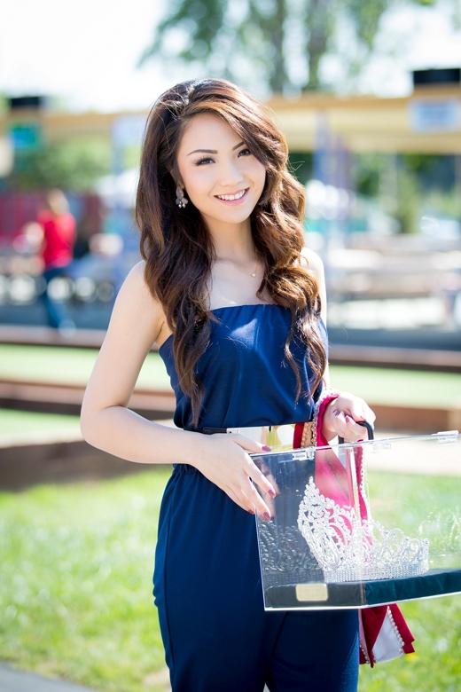 Hoa hậu Jennifer Chungxuất hiện rạng rỡ