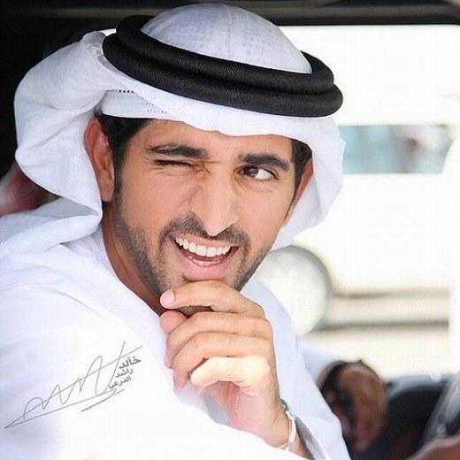 Tuy nhiên, Hoàng thái tử Hamdan cũng là người rất lãng mạn, thích làm thơ và là nhà thơ có tầm ảnh hưởng lớn tại Dubai. Thơ của Hamdan thường ca ngợi tình yêu, sự lãng mạn, vẻ đẹp đất nước… và mỗi lần ra mắt tập thơ mới, phòng triển lãm luôn chật cứng người xem.